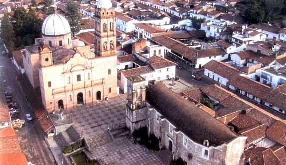 Vista de la plaza principal de Tapalpa