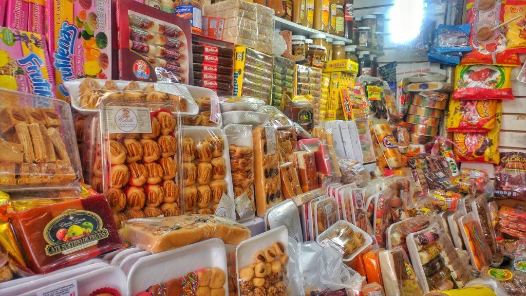 Puesto de Dulces Regionales en el Mercado Libertad