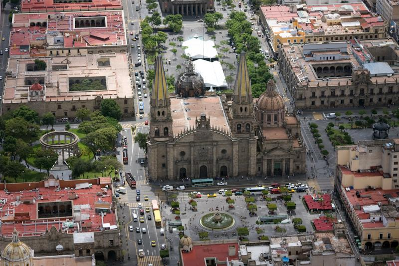 Cruz de Plazas con la Catedral al centro.