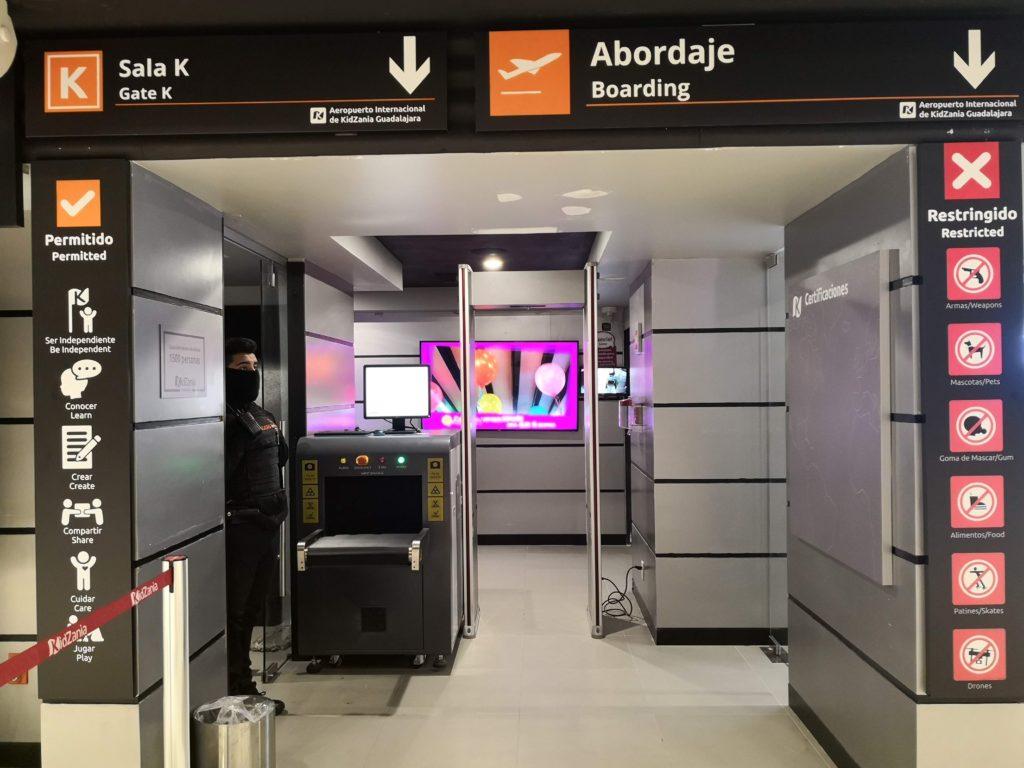 Filtro de Inspección del Aeropuerto en Kidzania Guadalajara