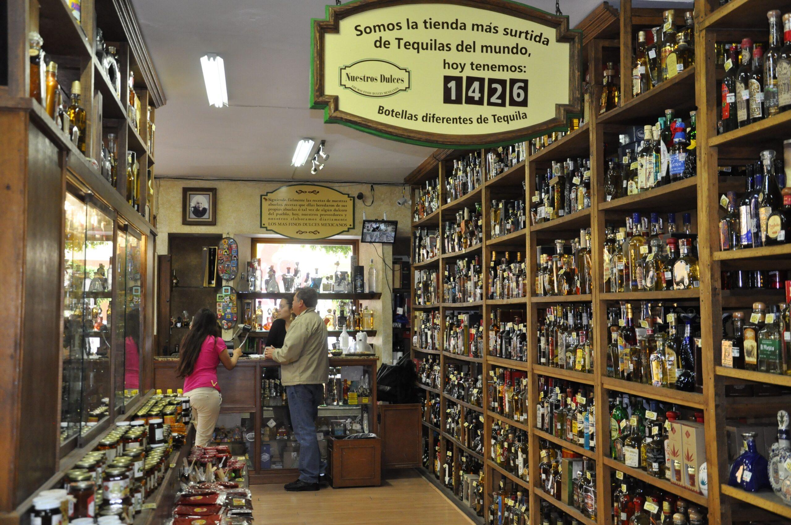 """Tienda de Tequila """"Nuestros Dulces"""" en Tlaquepaque, México"""
