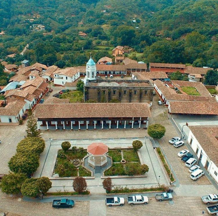 Plaza Principal de San Sebastian del Oeste