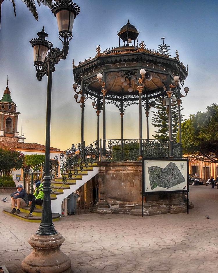 Plaza Principal del Pueblo Mágico de Talpa de Allende, Jal.